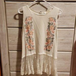 Beautiful romantic lace/embroidery tank